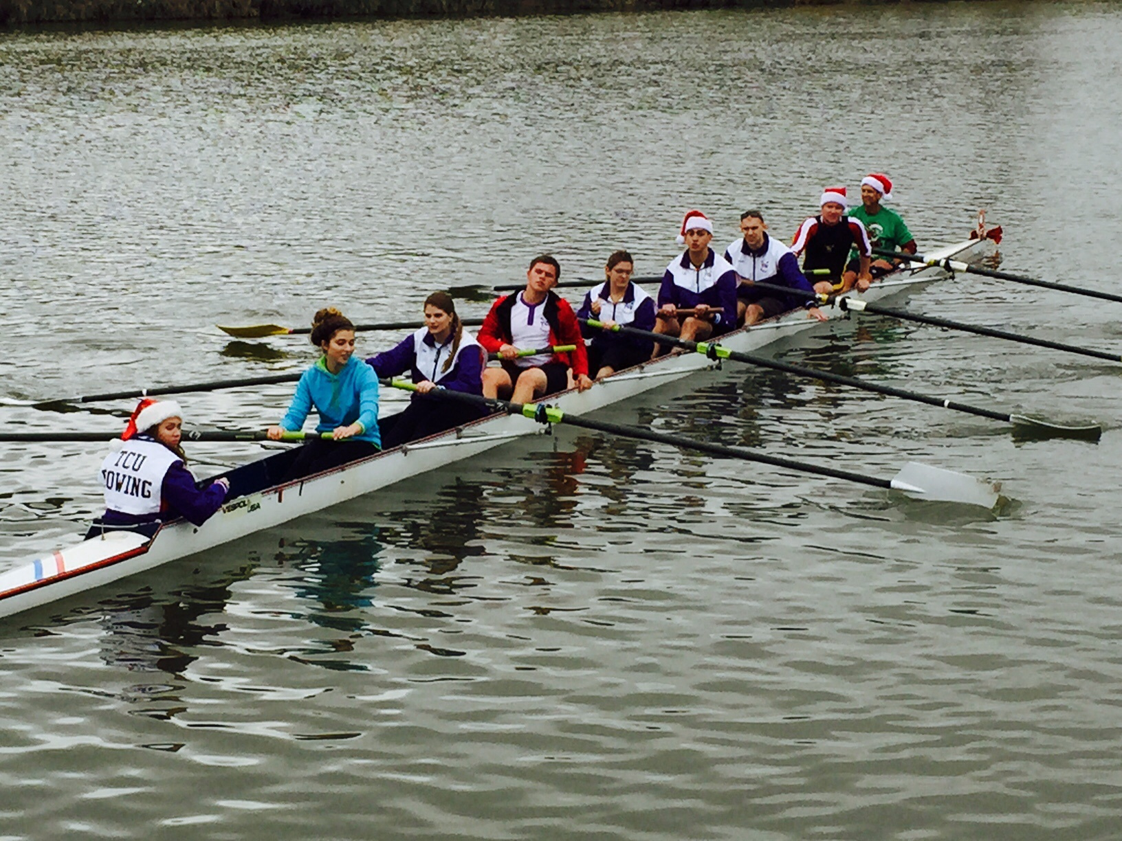 TCU 8+ Heads out to Race.